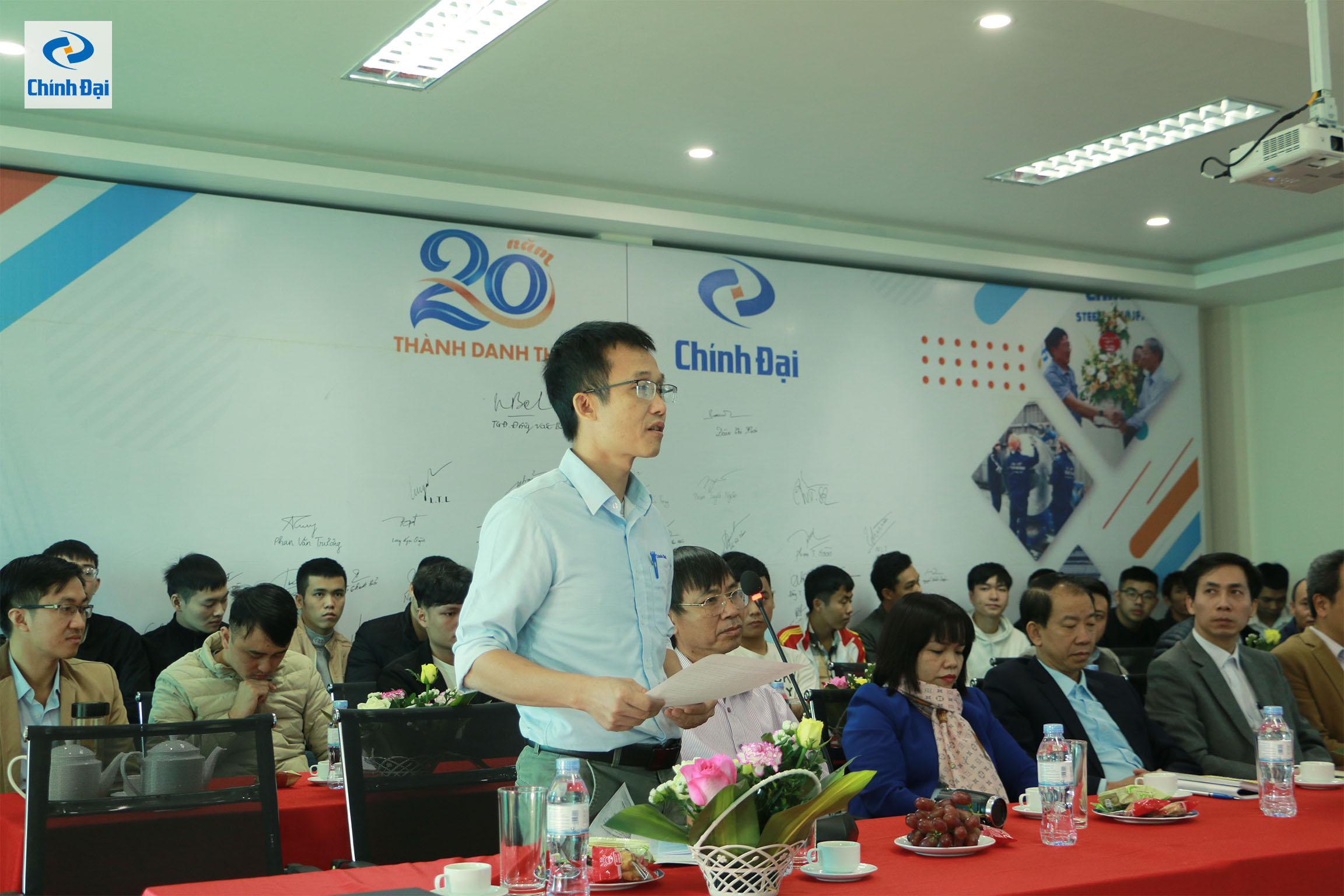 Ông Trần Văn Chi - Giám đốc nhà máy, đánh giá cao ý thức lao động và tinh thần ham học hỏi của các bạn sinh viên thực tập